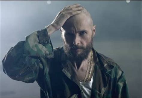 testa rasata e barba jovanotti e la testa rasata la svolta alla vigilia dei 50