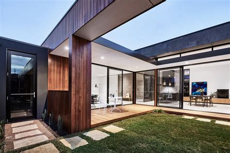 courtyard house designed for relaxed living and outdoor