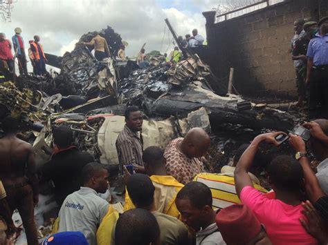 death men in nigeria nigeria plane crash death toll climbs to 16 officials
