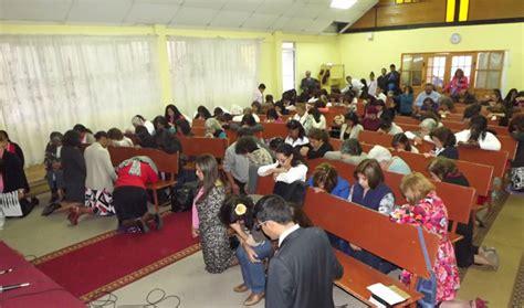 imagenes iglesia orando madres oran por sus hijos