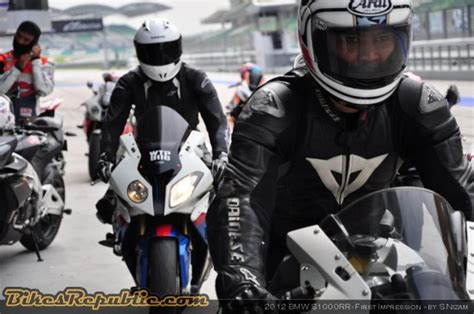 Bmw Motorrad Clothing Price List by Bmw And Dainese To Jointly Develop Safety Gear Bikesrepublic