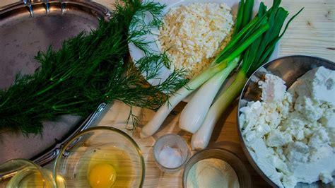 cucina moldava ricette piatto tipico moldavo saralii alla ricotta e formaggio