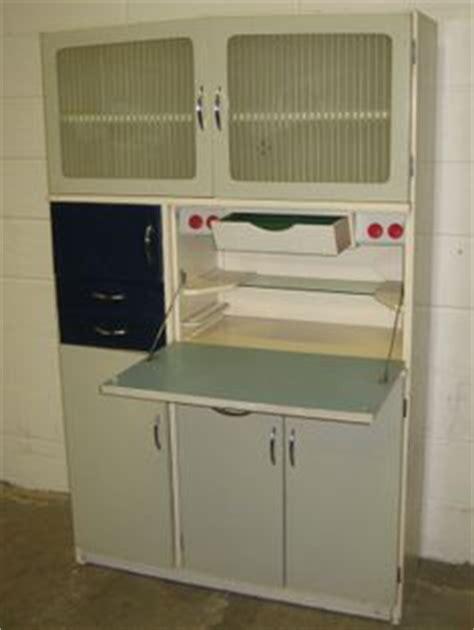 1950 39 s vintage kitchen larder cupboard cabinet vintage cuisine 50 s on pinterest 1950s kitchen vintage