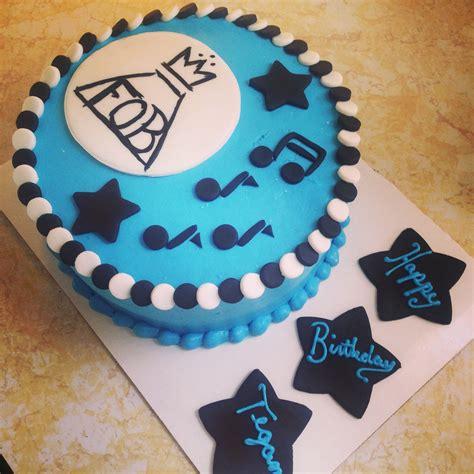 fall  boy birthday cake buttercream  fondant details striclee sweet birthday cake