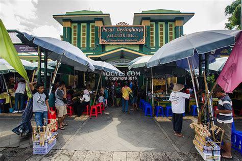 pasar beringharjo tempat belanja  jogja