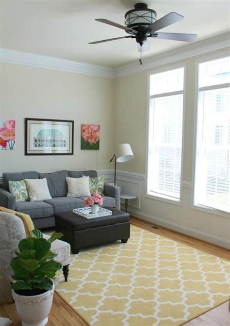 teppiche im wohnzimmer gelber teppich f 252 r eine frische und strahlende