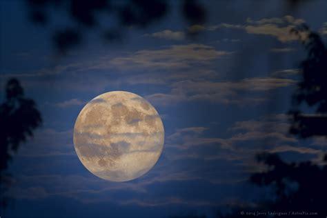imagenes surrealistas de la luna luna llena sponli news