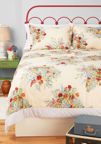modcloth home decor memories made anew quilt in queen mod retro vintage