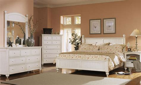 Decorating Ideas For A Bedroom With White Furniture White Bedroom Furniture Ideas For A Modern Bedroom Small