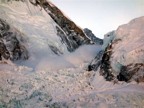 film everest belgium the everest avalanche 18 april 2014 an eyewitness film