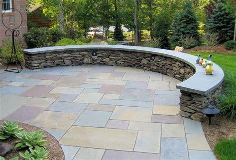 curved fieldstone ledge sitting wall with bluestone cap