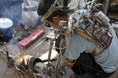 Best Quality Selotip Metalic Pola mechanic welds with a quot robotic quot arm he built