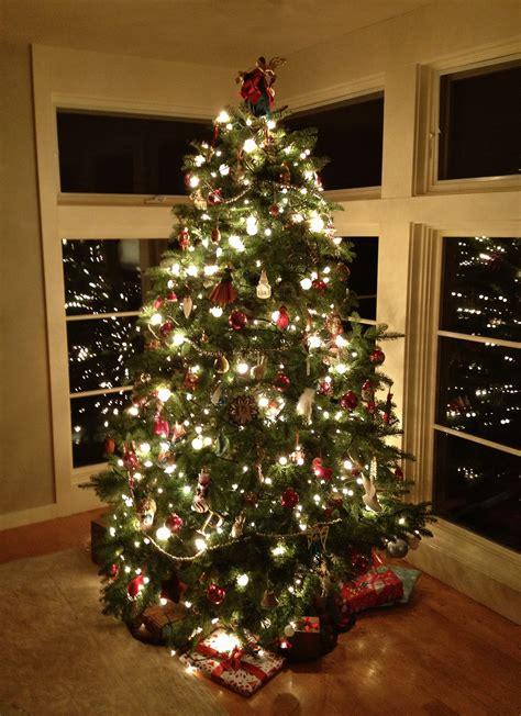 decorating modern christmas living