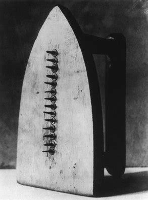 MAN RAY El regalo. 1921 | Man ray, Fotografía experimental