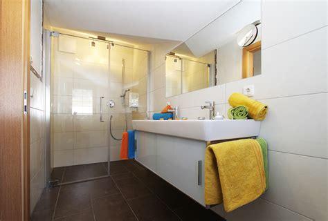 wandlen badezimmer vakantiewoning in fieberbrunn in het pillerseetal in tirol