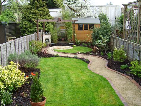 Small Garden That Was Also A Long Thin Garden Tuin Small Garden Ideas And Designs