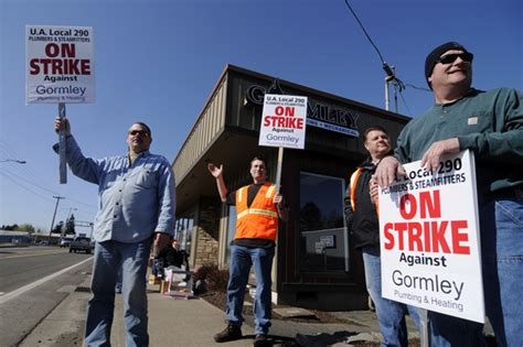 Local Plumbing Union by Local Plumbers Union Pickets Contractor Labor Negotiations Daily Journal Of Commerce