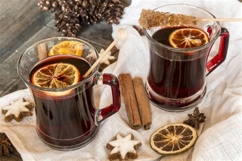 Dutch Mulled Wine Recipe (Bischopswijn)