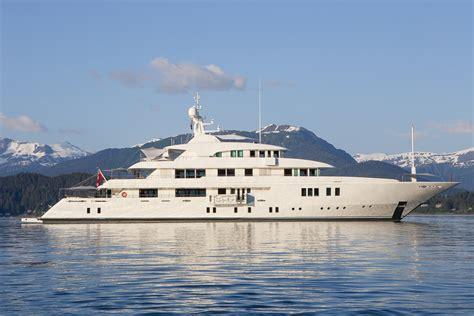 yacht girls icon motor yacht party girl main luxury yacht charter