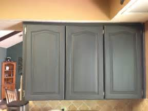 Kitchen Cabinet Chalk Paint Wilker Do S Using Chalk Paint To Refinish Kitchen Cabinets