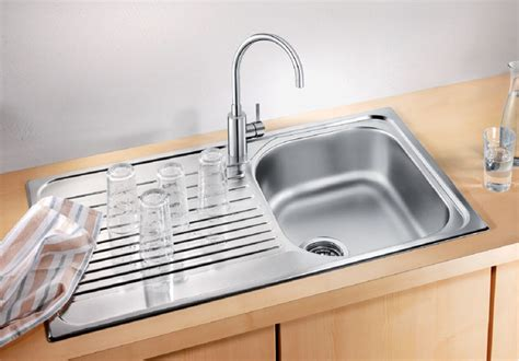 Kitchen Sink Definition Kitchen Sink Definition Sink 2 Noun Definition Pictures Pronunciation And Usage Notes Oxford