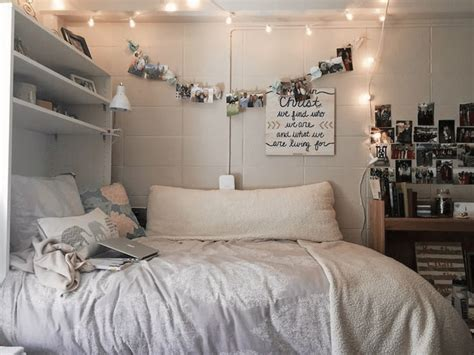 how to make a small bedroom cozy 25 best ideas about cozy small bedrooms on pinterest