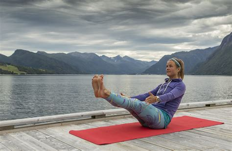 boat pose how long emelie forsberg s top 7 yoga poses for runners