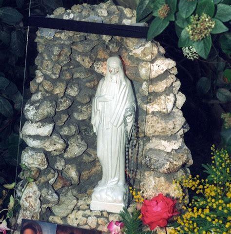 madonnina di medjugorje si illumina a casa della madonnina di civitavecchia cristianesimo