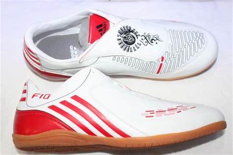 Sepatu Bola Lotto Terbaru sepatu futsal adidas lotto nike juni 2012