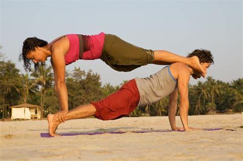 imagenes de yoga para 2 yoga poses for 2 people