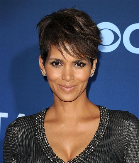 picture of halle berry hairstyle on extant halle berry photos popsugar celebrity