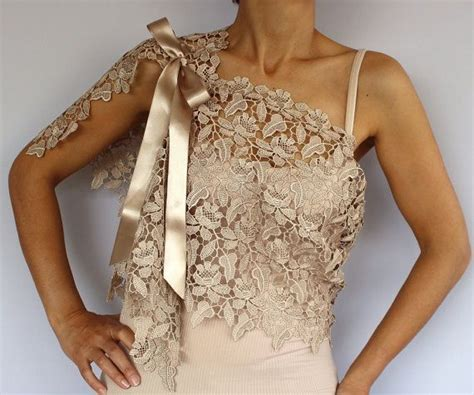 Xillie Brukat Cold Shoulder Blouse by This Capelet Is Made Of Lace Ecru Beige Color Also