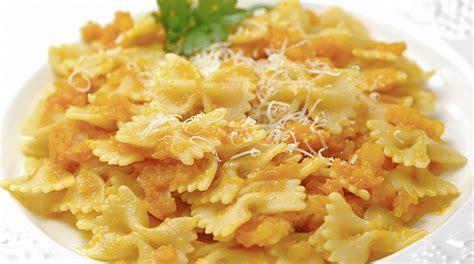 come si cucina pasta e zucca ricetta pasta e zucca pasta e cucozza giornale cibo