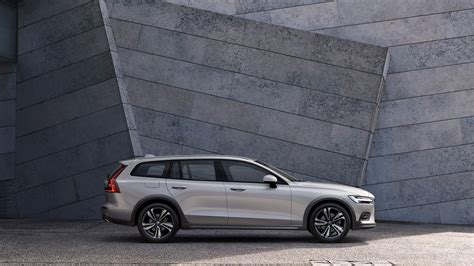 Volvo Lineup 2020 by 2020 Volvo V60 Cross Country Elevates Wagon Lineup Motor