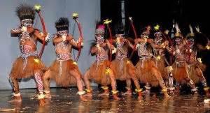 Baju Adat Dari Papua 6 tarian tradisional papua yang sangat populer seni budaya