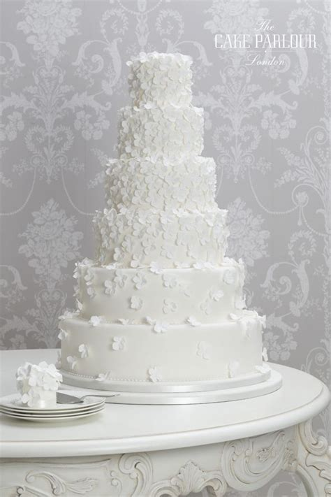Classic Wedding Pictures by 25 Best Ideas About Classic Wedding Cakes On