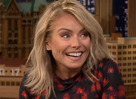 kelly ripa news blogs and latest updates abc news kelly ripa developing geek girl rising as scripted tv
