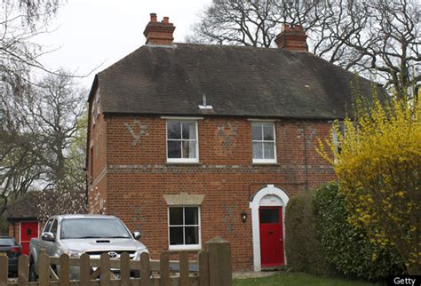 middleton home kate middleton s childhood home could fetch 888 000 at