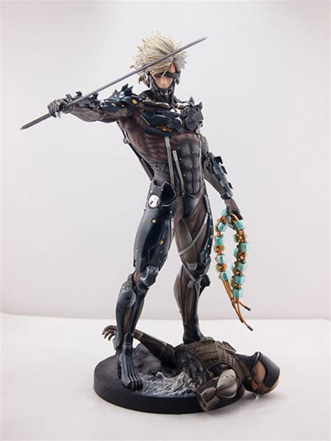 Raiden White Statue By Gecco photos showing the version of gecco s raiden statue metal gear informer