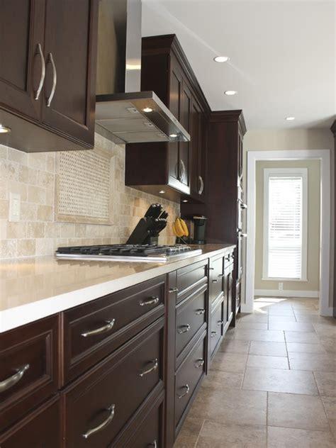 Travertine Countertops Kitchen by 25 Best Ideas About Travertine Backsplash On