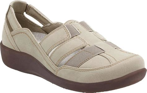 best travel sandals 6 best travel shoes for englin s footwear