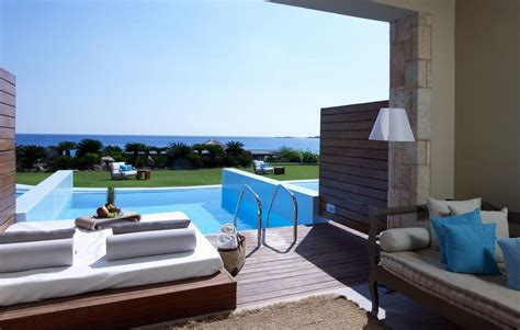 Hotels With Swimming Pools In The Room by Luxurious Hotel With Pool In Room That You To See