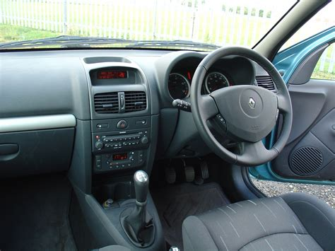 renault clio 2002 interior renault clio hatchback review 2001 2008 parkers