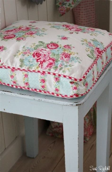 Kitchen Stool Cushions by 25 Best Ideas About Kitchen Chair Pads On