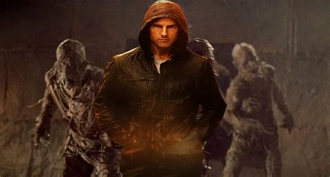 mummy reboot tom cruise tom cruise in talks to headline universals mummy reboot