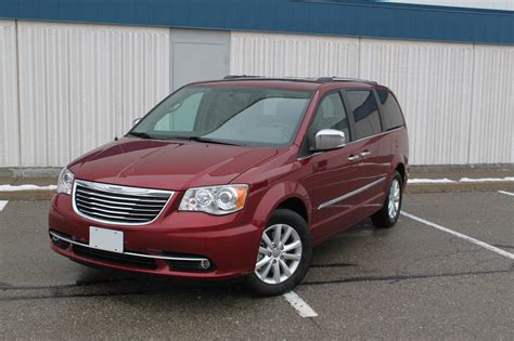 chrysler car 2016 2016 chrysler town and country review autoguide com