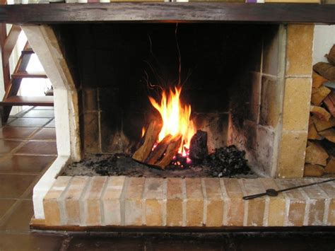 Do Fireplaces Work by How Does A Fireplace Surround Work Ehow Uk