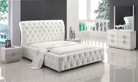 White Bedroom Furniture Sets by White Leather With Tufted Button Platform Bedroom Set