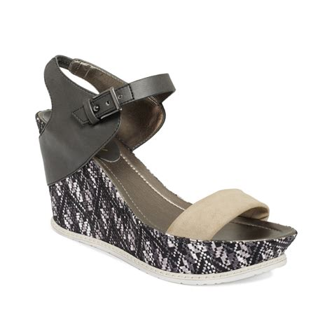 kenneth cole reaction sandals kenneth cole reaction hugeswell platform wedge sandals in