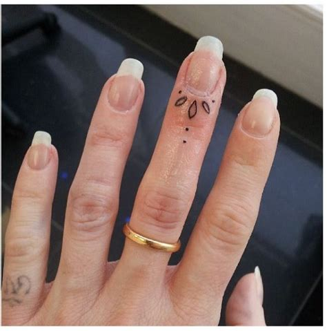 Finger Tattoo Yes Or No | 25 best ideas about finger tattoos on pinterest hand